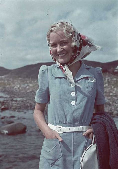 Women Fashion 70 Years Ago – Dresses That Girls Used to